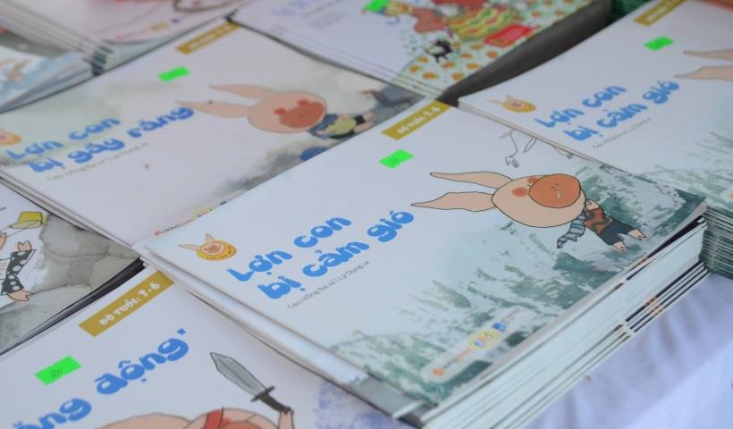 Tại ngày hội, hơn 20 nghìn cuốn sách với 1000 đầu sách khác nhau đã được công ty Alpha Books mang đến cho chương trình này với nhiều ưu đãi hấp dẫn như: giảm giá từ 20% đến 60% cho các đầu sách Alpha, 10 ngàn cuốn sách đồng giá từ 10.000-50.000 đồng…