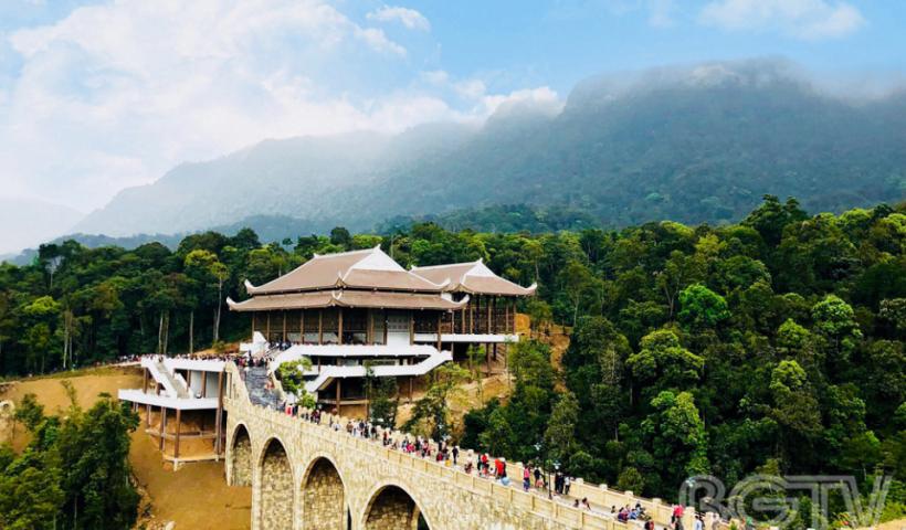 Ga cáp treo Tây Yên Tử mở cửa phục vụ du khách, từ đây việc lên chùa Thượng từ phía Bắc Giang trở nên dễ dàng