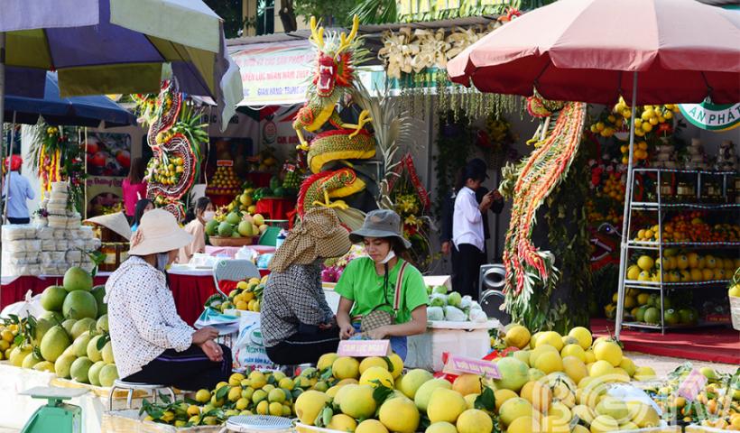 Hội chợ năm nay thu hút 150 gian hàng đến từ các xã, thị trấn và của các hợp tác xã trên địa bàn huyện Lục Ngạn.