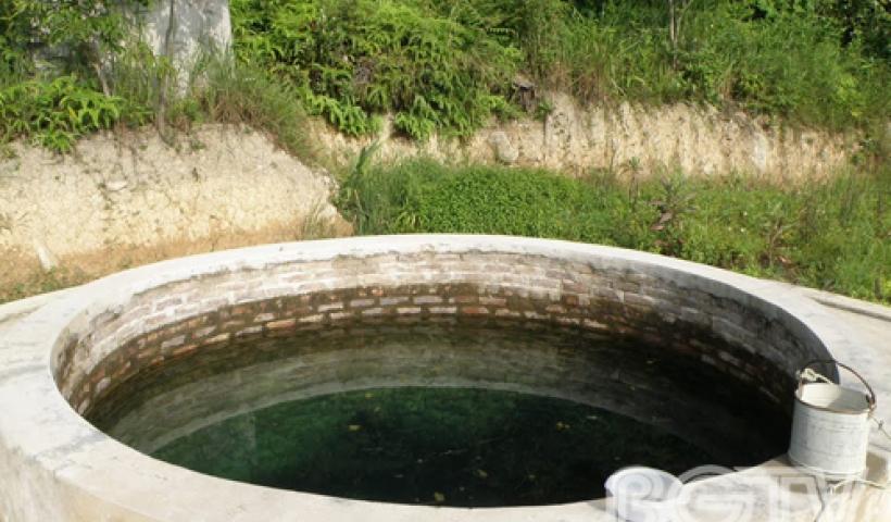 Giếng khơi cạnh chùa – nơi nhiều người tin nguồn nước tại đây không bao giờ cạn.