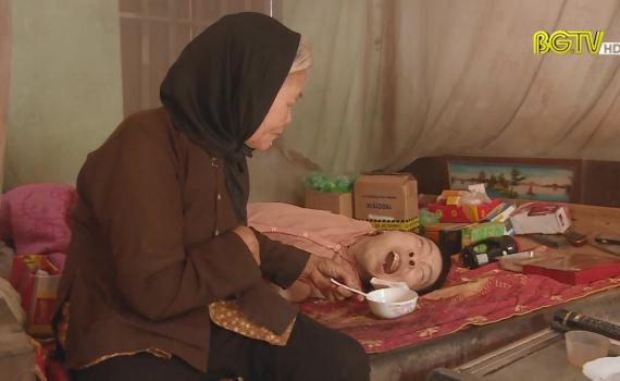 Số 28: Xót xa cảnh ngộ mẹ tai biến nuôi con bại liệt