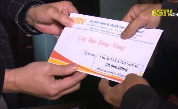 """Thêm 9 hộ nghèo được nhận tiền ủng hộ """"Quỹ Tấm lòng vàng"""""""