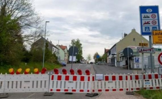 Hai nước Châu Âu thắt chặt hạn chế biên giới để ngăn chặn biến thể COVID-19