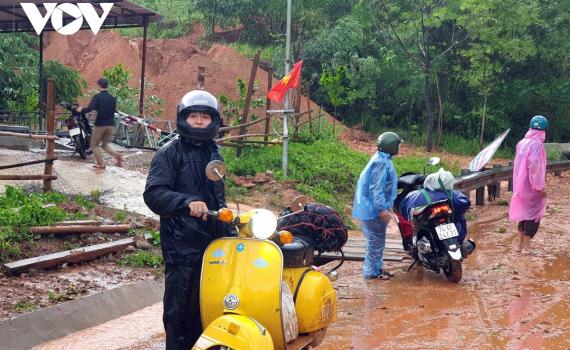 Ảnh: Bão số 5 đổ bộ gây nhiều thiệt hại ở Thừa Thiên Huế, Quảng Trị