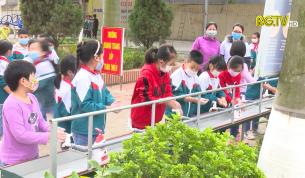 Lục Nam: Học sinh vùng mới tháo dỡ cách ly phấn khởi trở lại trường