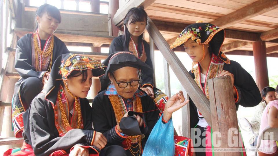 Văn hóa và Du lịch: Số hóa ngôn ngữ dân tộc – Cách bảo tồn văn hoá