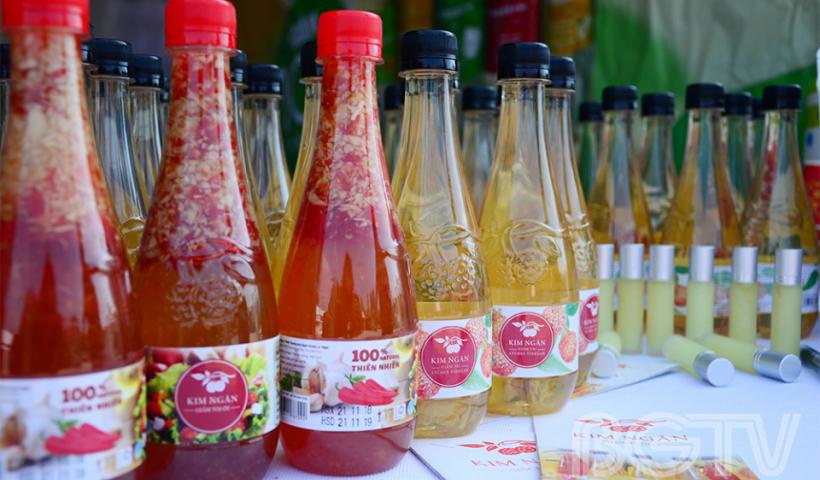 Giấm Kim Ngân - một sản phẩm từ trái vải.