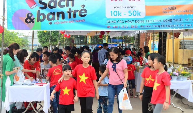 Trong khuôn khổ nhiều hoạt động hướng tới ngày Nhà giáo Việt Nam 20/11, tại Thị trấn Vôi, huyện Lạng Giang, trường mầm non Tích Tích Tắc phối hợp với Công ty sách Alpha Books và trường tiểu học Thị trấn Vôi tổ chức Ngày hội sách và bạn trẻ.