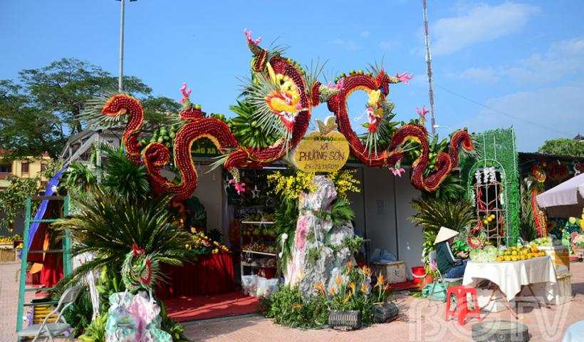 """Không chỉ quảng bá hình ảnh cây trái Lục Ngạn, lễ hội còn là dịp để con người Lục Ngạn """"phô bày"""" hết sự khéo léo và đầu tư cho các sản vật đặc trưng của quê hương."""