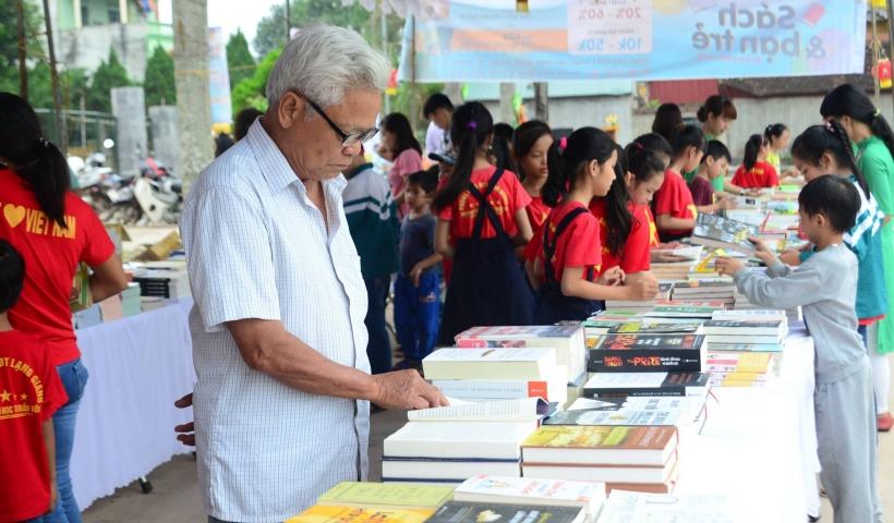 Đọc sách là đam mê của nhiều người, ở mọi lứa tuổi, tầng lớp, công việc... Sức hút kỳ lạ sau mỗi trang giấy là không thể phủ nhận