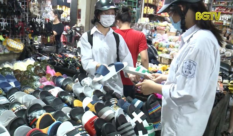 Chống buôn lậu: Tồn tại trong xử lý hàng hóa ở chợ Thương